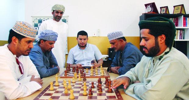 منتخبنا الوطني للشطرنج يكثف تدريباته في معسكره المغلق استعدادا لأولمبياد العالم بجورجيا