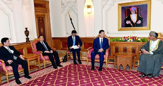 نيابة عن جلالة السلطان.. فهد بن محمود يستقبل نائب رئيس المجلس الوطني للمؤتمر الاستشاري السياسي الصيني