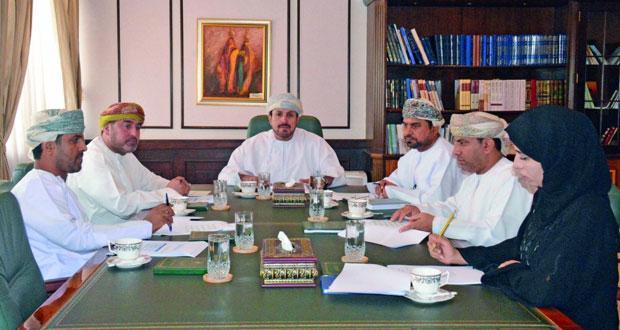 اللجنة الرئيسية لمهرجان الشعر العماني الحادي عشر تعقد اجتماعها الأول