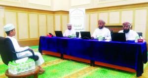 لجنة التصفيات الأولية لمسابقة السلطان قابوس للقرآن الكريم تقيّم المتسابقين في مركز صور