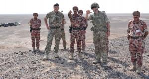 قائد الجيش السلطاني العماني يتابع تنفيذ المهام في مسرح العمليات البري في محاكاة لمراحل الحرب