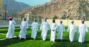 وزير الشؤون الرياضية يتفقد المجمع الرياضي والأندية والمراكز الرياضية بمحافظة مسندم
