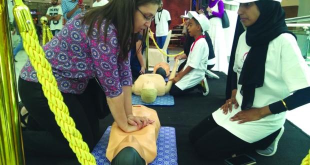 الجمعية العمانية لطب القلب تنجح في تدريب 3 آلاف شخص على الإنعاش القلبي في حملتها لإنقاذ المتأثرين بالنوبات والسكتة القلبية