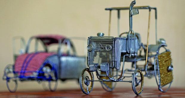 شاب أردني يحول الأسلاك لنماذج سيارات