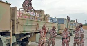 لواء المشاة (11) بالجيش السلطاني العماني ينقل مؤنا لعدد من المخازن بظفار