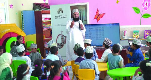مختبر الطفل ببيت الزبير يقيم حلقة عمل للأطفال في مكتبة الندوة العامة ببهلاء