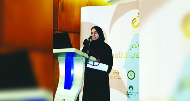باحثة عمانية تدرس الخطاب الشعري لعبدالوهاب البياتي