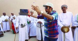 """المخرج عامر الرواس يواصل تصوير """"عُمان العز"""" في ظفار ونزوى ومسقط"""