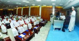 """النادي الثقافي يحتفل بتدشين كتاب """"الكفاءة في المؤسسات المالية الإسلامية والتقليدية"""""""