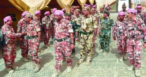 كبار القادة العسكريين يقومون بزيارة ميدانية إلى القوات البرية وقوة العدو المفترضة