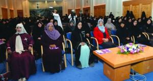 """ندوة الحركة العلمية لـ""""المرأة العمانية"""" تستعرض عطاءاتها التاريخية والتنموية والاجتماعية"""