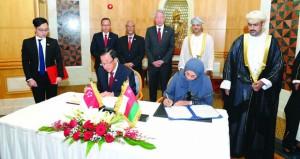 السلطنة وسنغافورة تستعرضان مجالات التعاون الاقتصادية والتعليمية وفرص الاستثمار