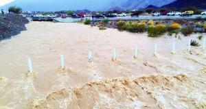 تواصل هطول أمطار الخير على ولايتي الرستاق وسمائل والقرى التابعة لهما