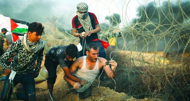 الفلسطينيون يعلنون استمرار الاعتصام بـ (الخان الأحمر) ويعتبرون تأجيل هدمها انتصارا لحقوقهم
