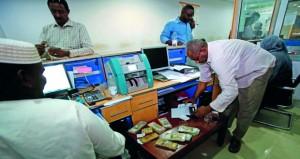 السودان يخفض قيمة عملته بنسبة 60% مع استمرار الأزمة الاقتصادية