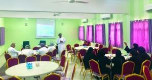 اللجنة الشبابية بنادي فنجاء تناقش تحضيراتها على مستوى الفرق الأهلية ومدارس الولاية
