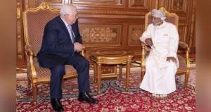 جلالة السلطان والرئيس الفلسطيني يبحثان العلاقات الأخوية الطيبة والتعاون القائم