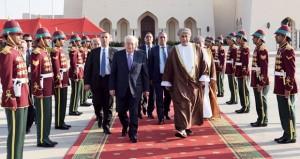 بعد زيارة التقى خلالها بجلالة السلطان .. الرئيس الفلسطيني يغادر السلطنة