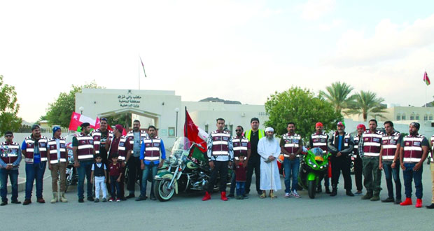 مسيرة الولاء والانتماء لـ 16 دراجا من نادي مسقط للدراجات النارية بمناسبة العيد الوطني المجيد
