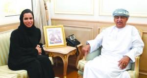 وزير الصحة يستقبل الباحثة حليمة البلوشية