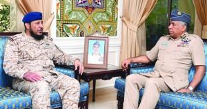 قائد سلاح الجو السلطاني العماني يستقبل قائد مركز العمليات الجوي للقيادة الموحدة بدول المجلس