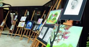 فرع غرفة تجارة وصناعة عمان بالداخلية يحتضن معرضا للفنون التشكيلية