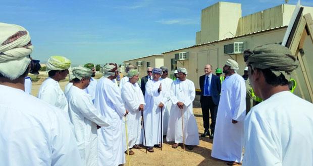 وزير الصحة يزور موقع إنشاء مستشفى السلطان قابوس الجديد بصلالة