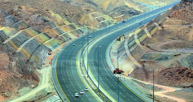"""""""النقل والاتصالات"""" تفتتح أكثر من 321 كيلومترا من الطرق خلال العام الجاري"""