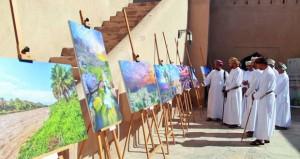 48 صورة ضوئية تحكي المعالم الأثرية والتاريخية والطبيعة والإنسان العماني في قلعة نزوى