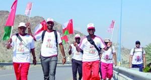 فريق البرج ينظم مسيرة ولاء وعرفان لأبناء ولاية سمائل