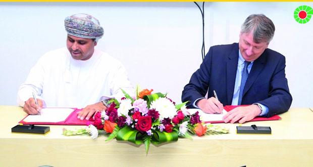 """""""تنمية نفط عُمان"""" توقع مع """"بيئة"""" اتفاقية تدريب وتوفير 600 فرصة عمل للعمانيين"""
