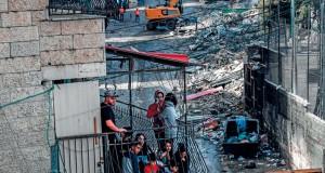 إسرائيل تهدم متاجر فلسطيني شعفاط وتهدد بقتل قادة حماس واحتلال غزة