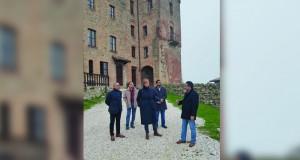 وزير السياحة يطلع على تجربة إيطاليا في استثمار النزل الفندقية