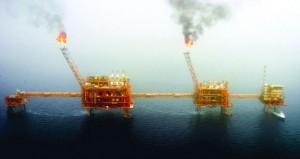 أسعار النفط تنهي الأسبوع الماضي على خسائر.. واستقرار الذهب