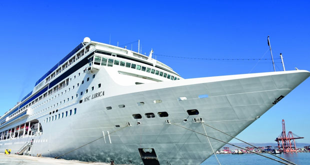 ميناء صلالة يستقبل سفينة سياحية على متنها 2600 سائح