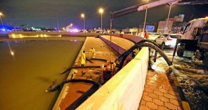 الكويت : أضرار جراء السيول والملاحة الجوية في المطار تسير بشكل الطبيعي
