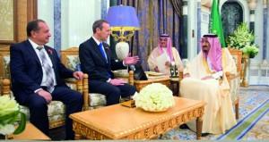 السعودية: الملك يبحث مع وزير خارجية بريطانيا المستجدات في المنطقة