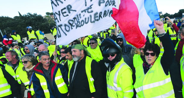 فرنسا : وفاة متظاهرة وإصابة أخرين باحتجاجات ضد خطط ارتفاع أسعار المحروقات