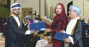 تخريج طلبة الكليات العلمية بجامعة السلطان قابوس