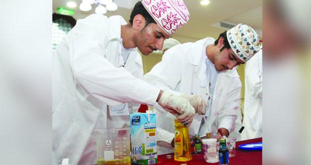 بدء فعاليات مهرجان الرستاق للابتكار العلمي بعرض ابتكارات واختراعات الشباب
