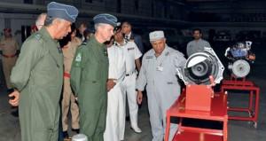 رئيس أركان سلاح الجو الملكي البريطاني يزور الكلية العسكرية التقنية
