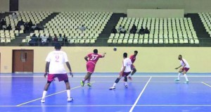 نادي عمان يتفوق على ظفار ومسقط يكسب صلالة واليوم 5 مباريات في الجولة الثالثة في دوري كرة اليد
