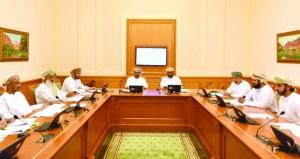 """""""قانونية الشورى"""" تناقش مشروع القانون الموحد لنشاط شركات البريد العاجل والطرود بدول المجلس"""