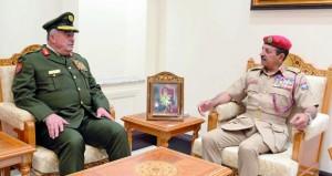 بحث تعزيز التعاون العسكري بين السلطنة والأردن