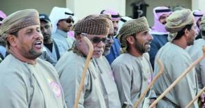 فرقة قلعة الرستاق تقدم الفنون الشعبية بمهرجان الجنادرية
