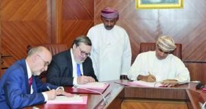 """""""النفط والغاز"""" توقع اتفاقيتين للاستكشاف بمنطقتي الامتياز (51) و(65)"""