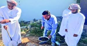الفريق المشترك من الصحة وبلدية مسقط يواصل أعمال التقصي عن البعوضة الزاعجة المصرية بالسيب وبوشر