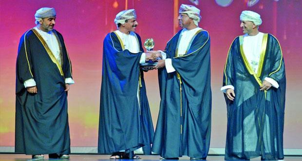 شرطة عمان السلطانية تحصد جائزتي أفضل تطبيق للأجهزة الذكية في القطاع الحكومي وأفضل مشروع حكومي تكاملي (بيان)