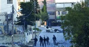 سلطات الاحتلال تهدم منزلا فلسطينيا وتقمع العشرات بالضفة