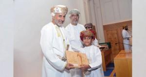 المفتي العام للسلطنة: حفظ القرآن الكريم ما لم يصحبه العمل ينزل بصاحبه إلى الهوة السحيقة